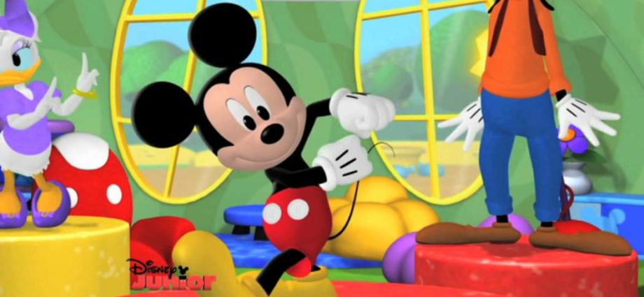 Mickey Mouse Clubhouse | Hot Dog Dance 🎶 | Disney Junior UK